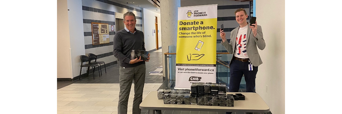 Bank of Canada donates 650 smartphones to Canadians with sight loss