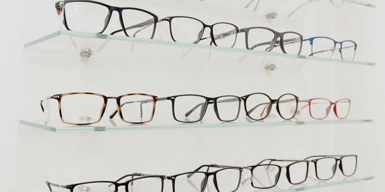 Lensbox Canada acquires Oxford & Kin and Partners with Baus Eyewear to expand doctor-delivered tele-health and e-commerce
